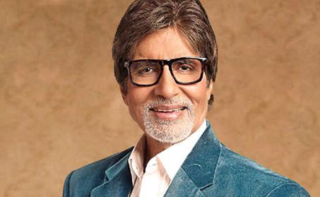 Amitabh Bachchan dances on the song 'Jumma-Chumma'