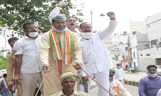Markam protests against petrol-diesel boosted by driving bicycles and bullock carts